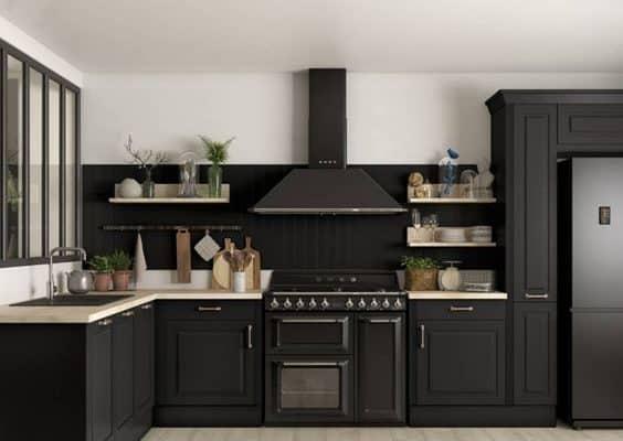 Quelle crédence avec une cuisine noire ?