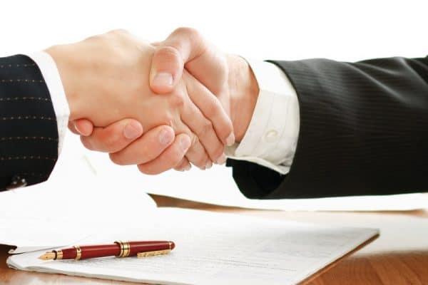 Se porter caution d'un prêt : comment ça marche, et quels sont les risques ?