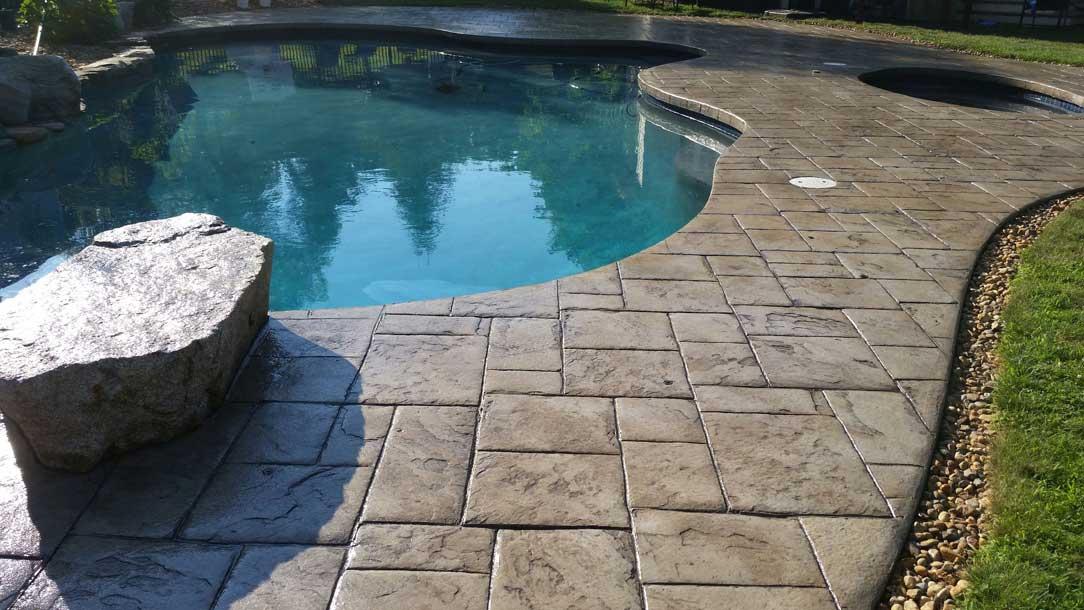 Comment faire une dalle de béton pour une piscine à niveau ?