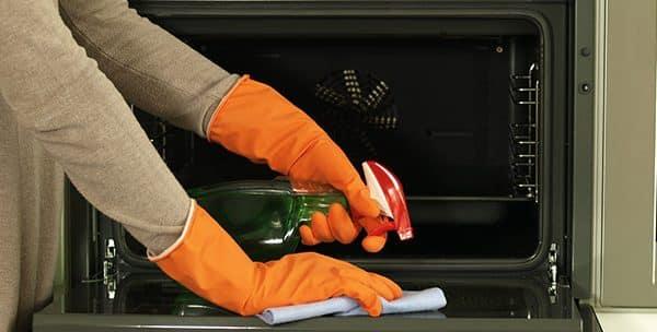 Comment nettoyer un four à gaz ?