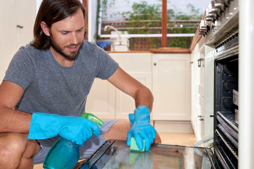 Comment nettoyer un four très sale ?